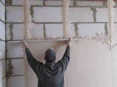 Как выставить маяки для штукатурки стен