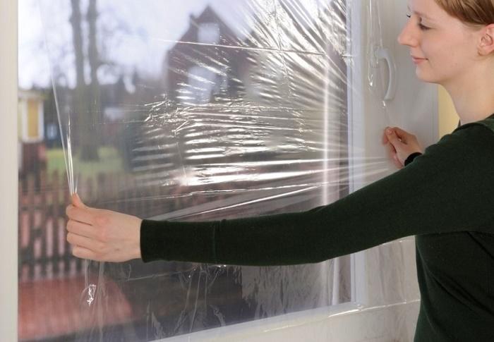 Утепление пластикового окна пленкой